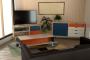 Meuble TV style scandinave Bleu pétrole Orange Blanc